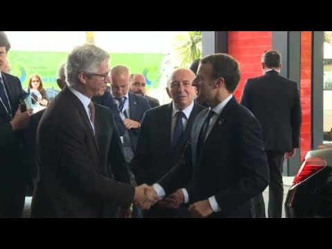 Emmanuel Macron arrive au sommet UA-UE à Abidjan