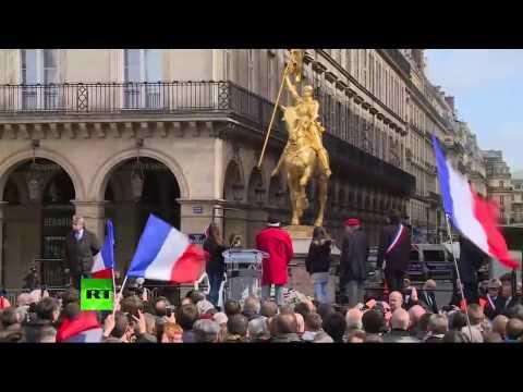 Paris : Jean-Marie Le Pen prend la parole devant la statue de Jeanne d'Arc (Direct du 1.05)