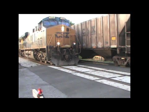 CSX Q133 Southbound Autorack/Intermodal Meets CSX Q539 Manifest Freight Stopped in Marietta, GA