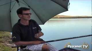 Pesca con la canna fissa in acqua dolce