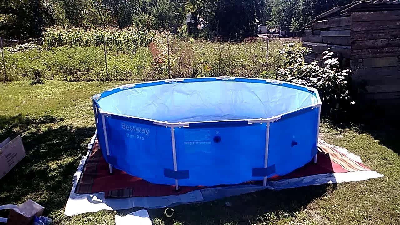 Купание нагишом в бассейне на даче, красотка тиффани долл на кухне