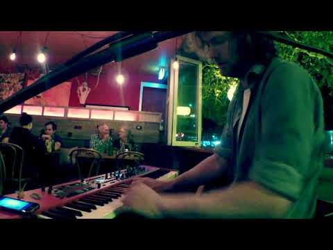 Matt Cross // Wonderwall (Oasis Cover)