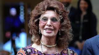 84-летняя Софи Лорен вышла в свет: актриса в облегающем вечернем платье восхитила публику