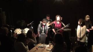 2月11日 IKUEのライブ楽座でのライブ アンコールでの小吉とのコラボ.