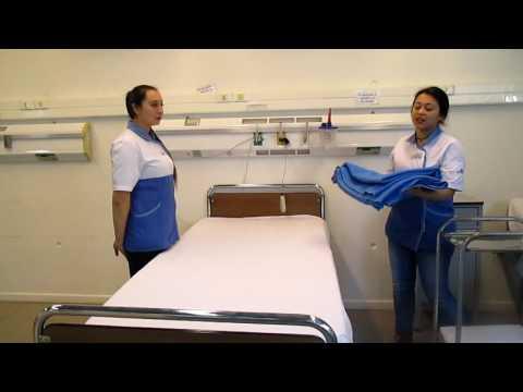 2 7 cambio de ropa de cama del enfermo encamado doovi for Cama quirurgica