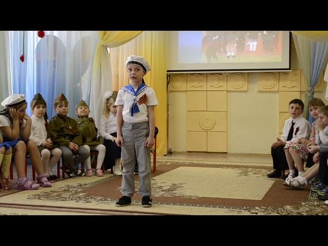 Изображение предпросмотра прочтения – ДанилЛебедев читает произведение «Жди меня, и я вернусь...» К.М.Симонова