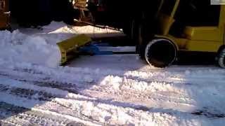 Установка отвала для авто-погрузчика и уборка территории(, 2014-03-25T12:25:18.000Z)