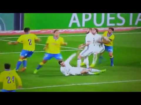 Soccer football fail cristiano ronaldo penalty dive for Cristiano ronaldo dive