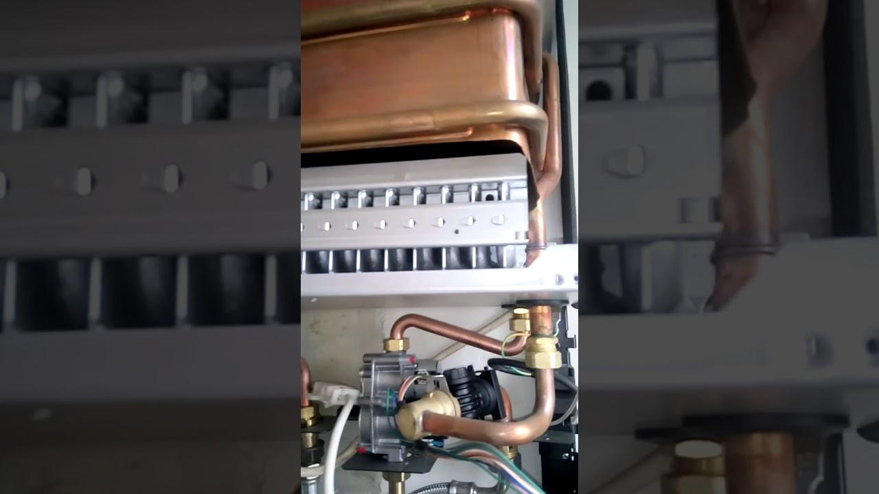 chauffe eau gaz vaillant mag 14 tirage forc e entretien nettoyage plombier chauffagiste. Black Bedroom Furniture Sets. Home Design Ideas