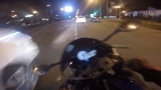 Небольшие шашки на мотоциклах BMW по городу