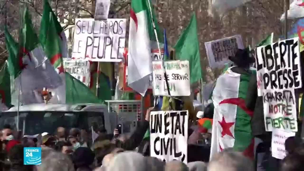 الجزائريون المقيمون في فرنسا يتظاهرون في ذكرى الحراك الشعبي  - 15:59-2021 / 2 / 22