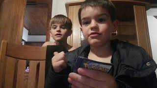 Dylano opent Pokémon kaarten