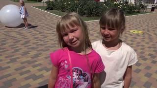 Огромный надувной Шар БАБЛ БОЛЛ играем на улице с Алисой или A fun game for kids BUBBLE BALL