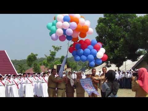 pelepasan-balon-logo-smp-negeri-22-kota-jambi