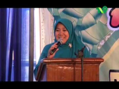 Dra Ny Hj Ucik Nur Hidayati ; edisi humor & petuah Bu Nyai di Jl KH Agus Salim Gresik