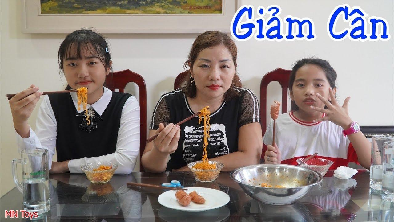 Hồng Anh Giảm Cân - Bữa Ăn Phụ: Mì Cay Phô Mai Hàn Quốc và Xúc Xích Rán - Gia Đình Vui Vẻ - MN Toys