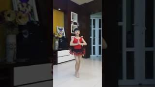 Tiết mục múa ấn độ của bé Đỗ Minh Hằng.