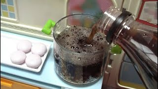 mentos and cola get the effect of boiling (Candy)