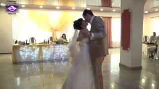 Постановка первого свадебного танца молодых