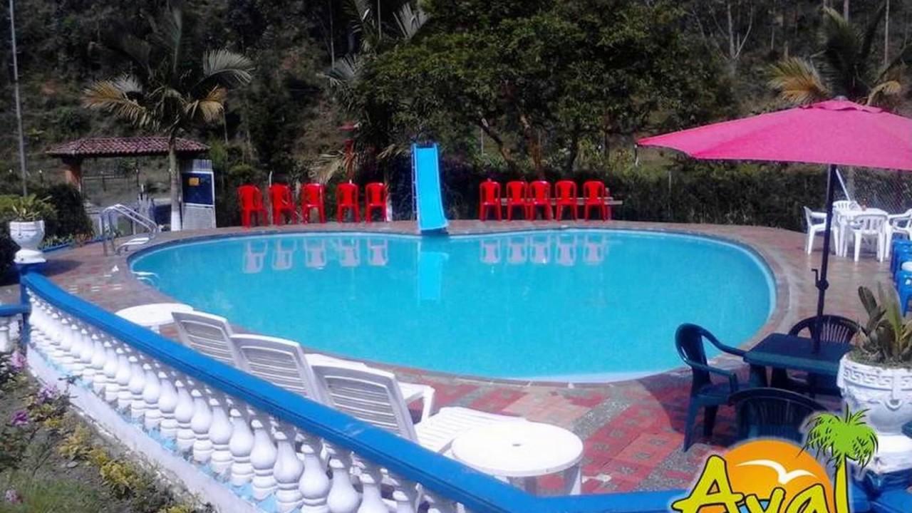 Alquiler de fincas con piscina en caldas antioquia for Cerramiento para piscinas colombia