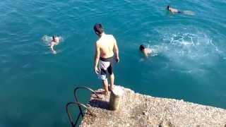 Adam yüzüyor yaa :)