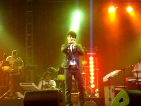 Sonu Nigam live in concert in Mauritius- April 2009 (Ab mujhe raat din + Suraj hua madham)