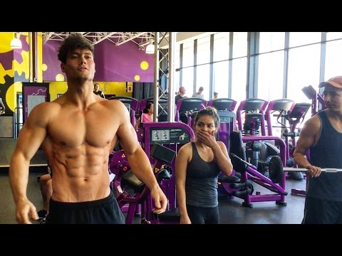 Thumbnail: Connor Murphy Trains at Planet Fitness