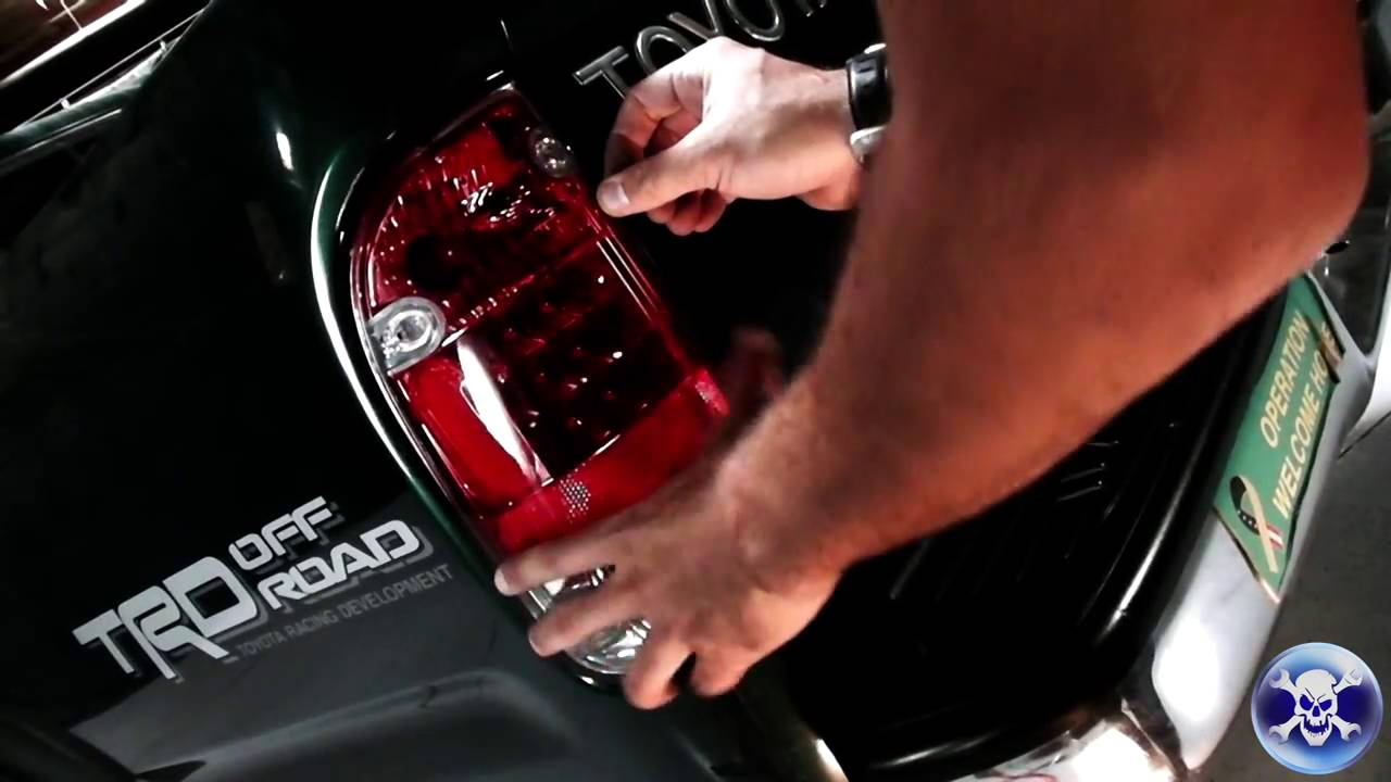 Spyder Install 1995 2004 Tacoma L E D Tail Light