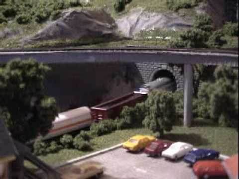Coffee table Z-scale model train 05
