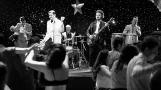La Que Me Gusta - Los Amigos Invisibles (Official Music Video) thumbnail