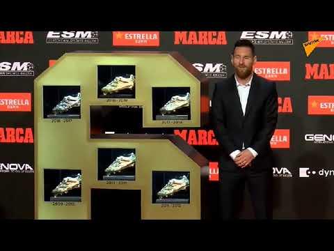 Лео Месси получaeт «Золотую бутсу», как лучший бомбардир Европы в прошлом сезоне.