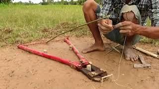 простая креативная ловушка для змей, сделанная своими руками из больших плоскогубцев