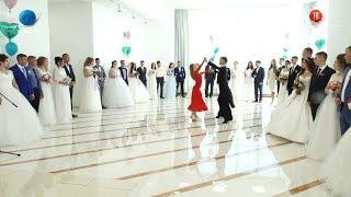 20.08.2018 18 пар вступили в брак на общегородской свадьбе в Южно-Сахалинске