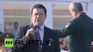 Иосиф Кобзон спел для российских военных на авиабазе Хмеймим