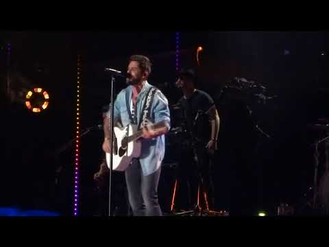 "Thomas Rhett sings ""Life Changes"" live at CMA Fest"