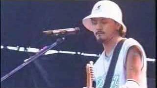 Kj's solo with Bob Marley's Redemption Song @ Rock In 2001.