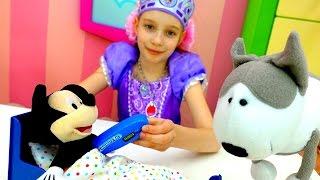 София Прекрасная лечит Микки Мауса! Игры #Принцессы. Видео с игрушками из мультика Дисней и Смарта