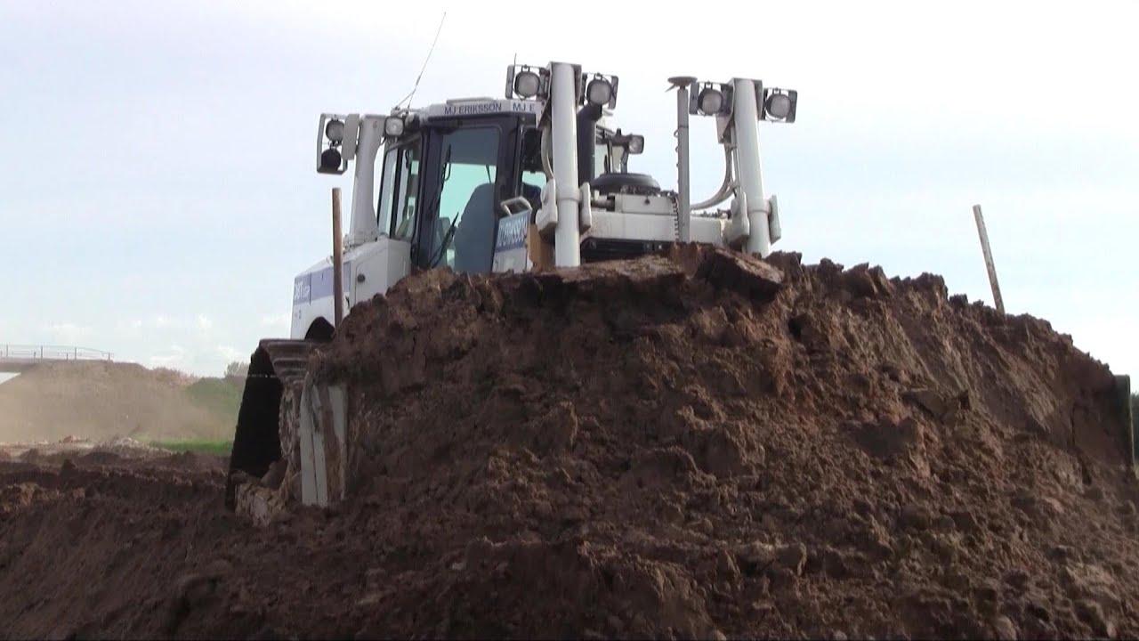Cat D8T LGP Pushing More Dirt