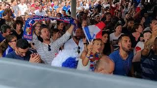 Juste avant la fin du match, une Marseillaise collective