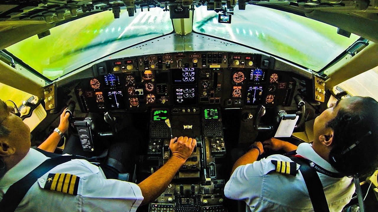 Heavy Rain on Final at Mexico - 767 Cockpit