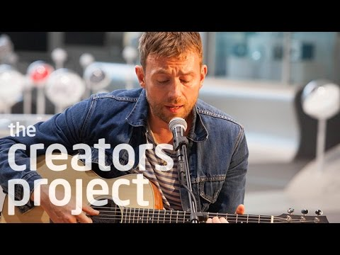 "Damon Albarn Performs ""Everyday Robots"" To Android Audience"