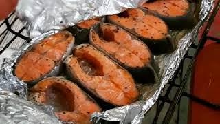 Тушино жарит рыбу - сегодня это стейки форели на углях