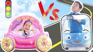 타요버스 vs 공주자동차  Princess Carriage Inflatable Toy & Tayo Bus tent like BoramTube