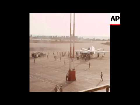 SYND 06/10/70 HIJACKED PLANE AT BEIRUT AIRPORT