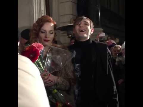 Мэрилин Керро и Александр Шепс целуются после финала семнадцатой Битвы экстрасенсов