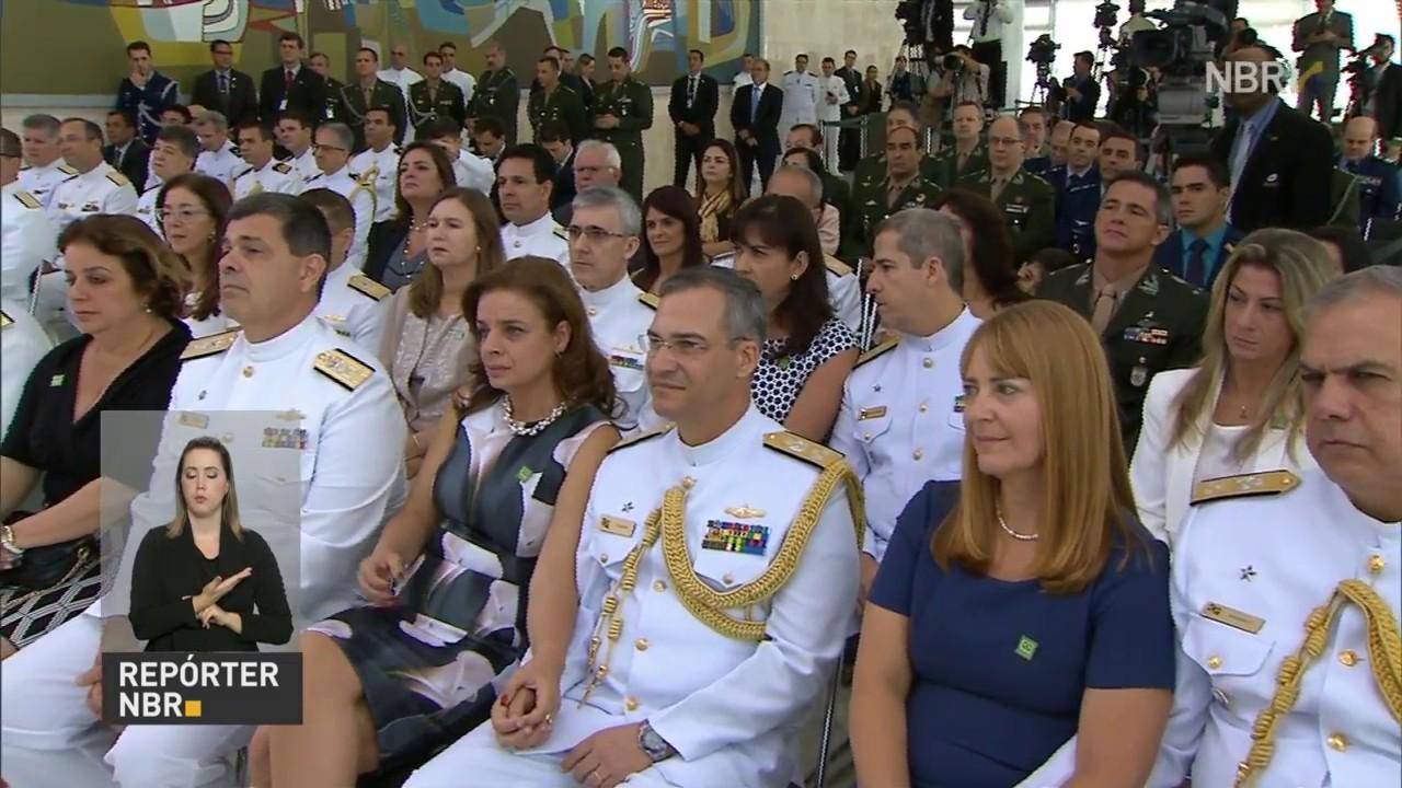 66e261af6d3c9 Cerimônia marca promoção de 12 militares a oficiais generais - YouTube