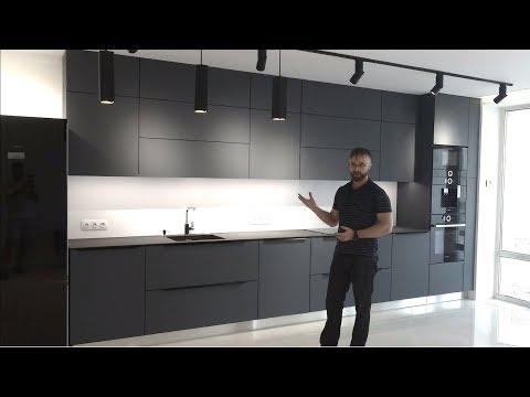 Кухня под потолок, серого цвета. Столешница из камня (керамогранит). Фурнитура Blum. Кухни Киев.