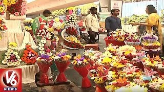 Huge Demand For Sweets And Flower Bouquet In New Year Day 2018 | Hyderabad | V6 News