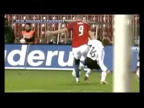 Philipp Lahm 1 70m Vs Jan Koller 2 02m Youtube