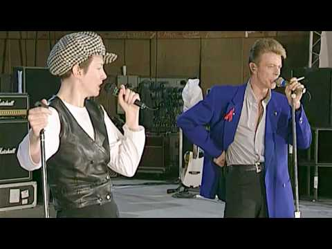 """Under Pressure"" Queen + Annie Lennox + David Bowie"